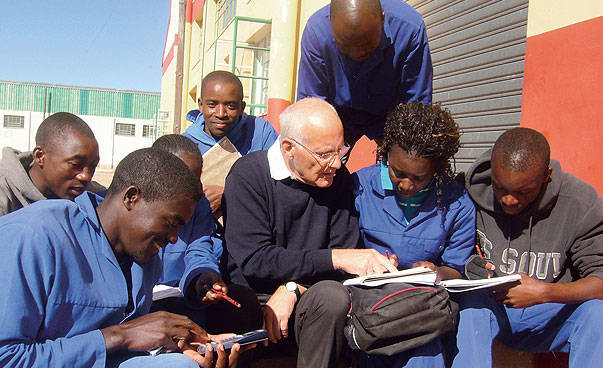 Senior-Expert in a discussion with project partners in Namibia.